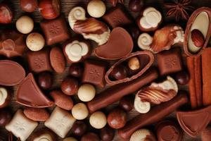 diversi tipi di cioccolatini close-up di sfondo foto