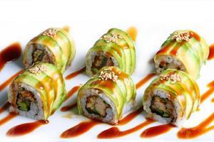 sushi con rotolo di drago foto