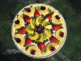 deliziosa pizza con frutta fresca
