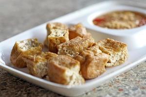 tofu fritto o cagliata di fagioli foto