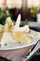melanzane fritte nel rivestimento della tempura foto
