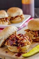 barbeque tirato sandwich di maiale foto