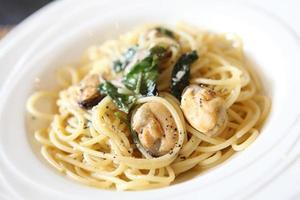 spaghetti con pancetta e cozze foto