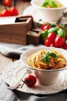 pesto rosso siciliano tradizionale con pomodoro