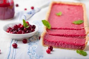 crostata di mirtilli rossi, crema di mirtilli, torta, torta con frutti di bosco freschi foto