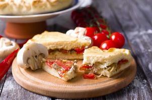 torta tradizionale alla quiche francese foto