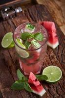 limonata fatta in casa con anguria foto