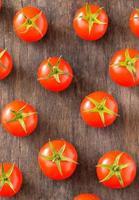 pomodori ciliegia maturi foto