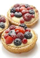 dessert della bacca su fondo bianco foto