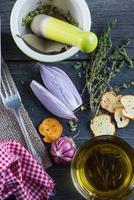 bruschetta all'aglio ed erbe fresche foto