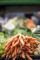 verdure fresche sul mercato foto