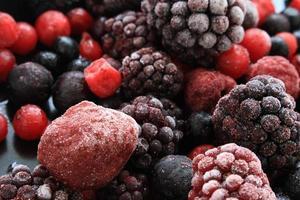 frutta estiva congelata foto