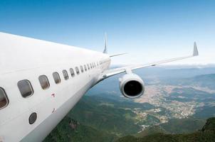 grande aereo di linea nel cielo foto