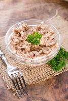 insalata di tonno fresca fatta foto