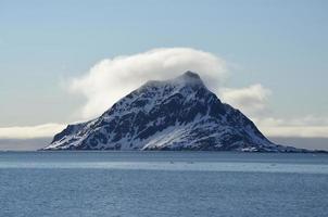 montagna nebbiosa foto