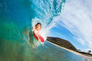 cavalcando il surf foto
