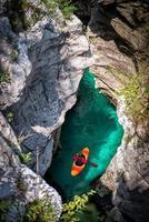 avventura in kayak nel canyon foto