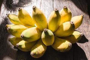 banana su legno foto