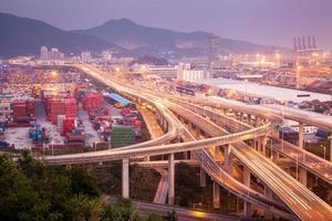 Cina Shenzhen, cavalcavia del porto di Yantian foto
