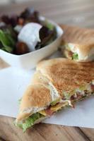 sandwich di uova e avocado foto