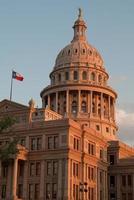 Campidoglio dello stato del Texas che costruisce al tramonto foto