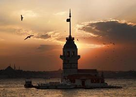 tramonto della torre della fanciulla foto