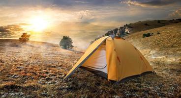 tenda sulla montagna