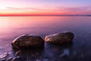 vista sul mare al tramonto foto