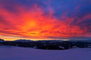 fuoco al tramonto foto