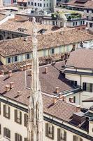 città di milano dalla cattedrale del duomo, italia, destinazione di viaggio foto