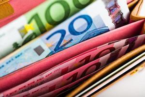 euro soldi nel portafoglio foto