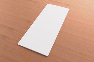 opuscolo ripiegabile in bianco su fondo di legno