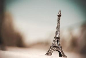 miniatura della torre eiffel foto