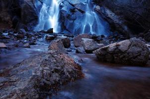 cascata di montagna foto