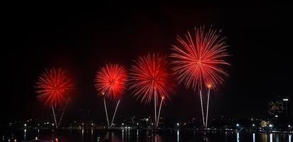 fuochi d'artificio sul mare foto