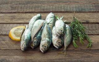 pesce crudo (scad) foto