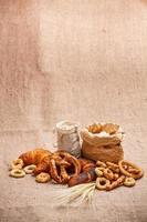 composizione di vari prodotti da forno foto