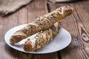 panini pretzel freschi (con semi) foto