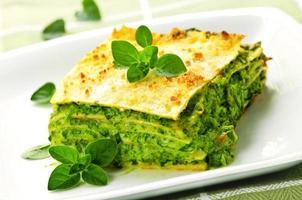 piatto di lasagne vegetariane foto