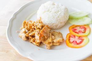 Pollo fritto con aglio e pepe foto