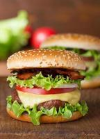 hamburger al formaggio foto