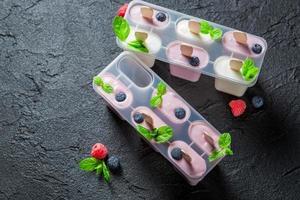 gelato dolce con latte e frutta