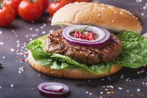 cucina di hamburger fatta in casa foto
