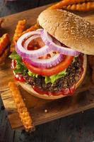 hamburger di quinoa vegetariano sano fatto in casa foto