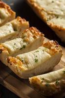 formaggio tostato e pane all'aglio