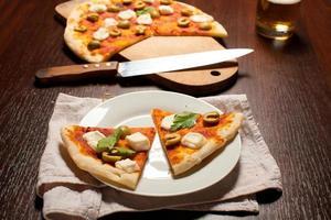 pizza con mozzarella foto