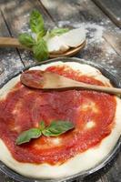 base per pizza cruda foto