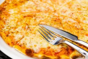pizza al formaggio foto