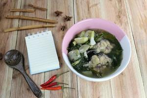 questo è un cibo tailandese locale, kang om. foto