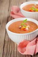 gazpacho in ciotole foto